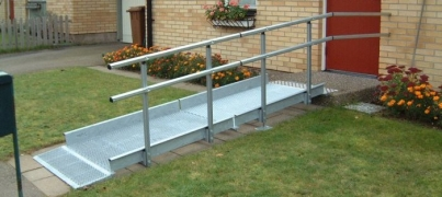 modular_wheelchair_ramp_single_handrail4d679a7781f93593da414665d5a6f284